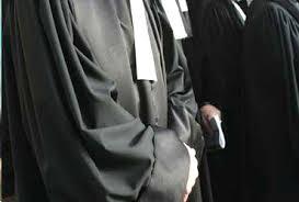 المحكمة الابتدائية بتونس: محامون يحتجّون ويحاصرون مكتب أحد قضاة التحقيق