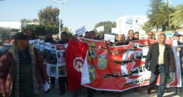 سيدي بوزيد: مسيرة للأمن تندد بالإرهاب وتدعو إلى اقتلاعه من الجذور