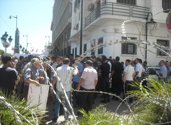 أمام وزارة الداخلية: احتجاج أصحاب الشهادات العلميّة من أعوان الأمن