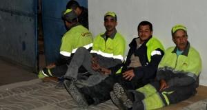 عمال النظافة يُطردون.. يحتجّون والأمن يواجه
