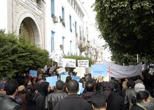 أمام وزارة التعليم العالي: الأساتذة المساعدون المتعاقدون يحتجّون..