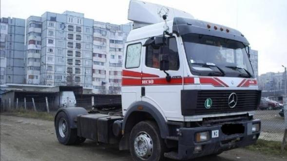 جلسة تفاوض بين جامعة النقل ومنظمة الأعراف إثر إعلان شركات نقل البضائع الإضراب