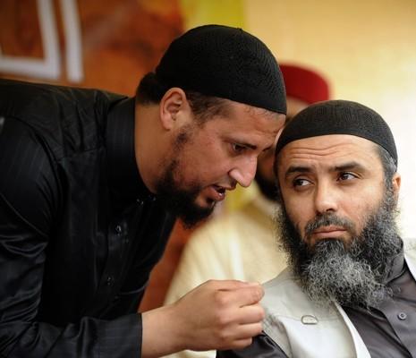 حارس أبو عياض : وقع تكفير سمير بالطيب والتخطيط لاغتياله بجامع الحي الأولمبي