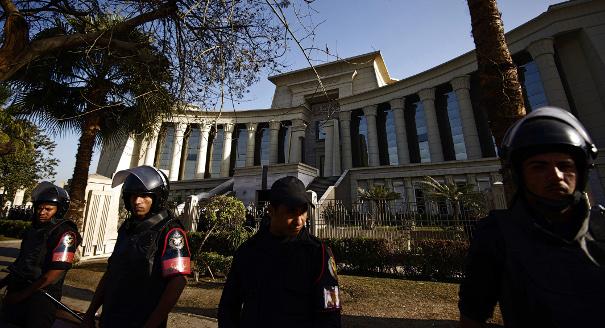 مصر: مرشد الإخوان وأكثر من 1200 من أنصار مرسي أمام القضاء