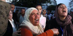 عائلات شهداء الثورة وجرحاها يعتصمون داخل التأسيسي