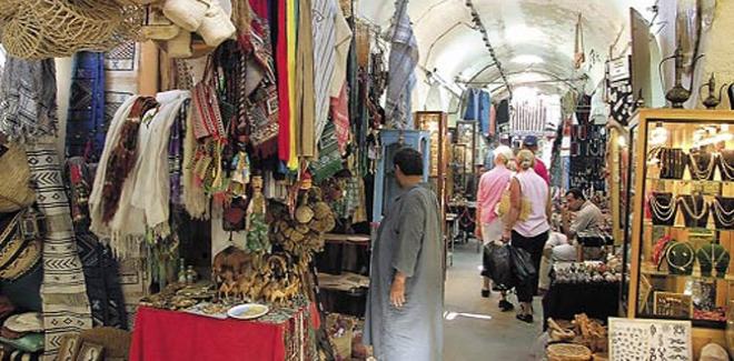 حومة السوق: تجّار الصناعات التقليدية يحتجّون بسبب حجز بضائعهم المستوردة