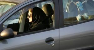 """بتهمة """"قيادة سيارة"""" المحكمة السعودية تحيل فتاتين على مكافحة الإرهاب"""
