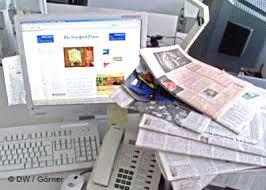 نقابات الصحافة المكتوبة تطالب الحكومة بفتح ملف المؤسسات الإعلامية التي تخرق القانون
