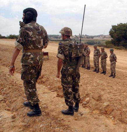 """الجيش الجزائري يحاصر عشرات الإرهابيين من بينهم """"دروكدال"""""""