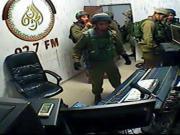 الجيش الاسرائيلي يغلق إذاعة فلسطينية ويصادر أجهزة بثها